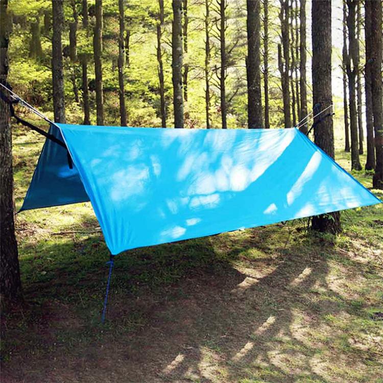 Как сделать навес с помощью тента в лесу